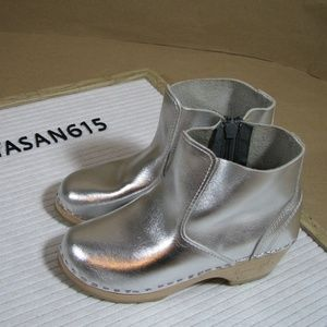Hanna Andersson Silver Clog Boots Size 32 or 1